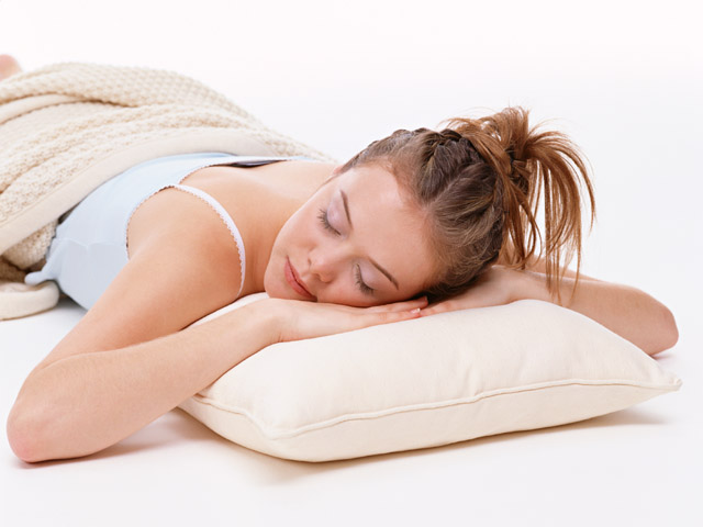 Полезно ли спать на полу для позвоночника