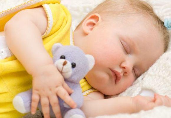 Сон грудничка по месяцам по таблице. как меняется режим сна и бодрствования у ребенка от рождении до года?